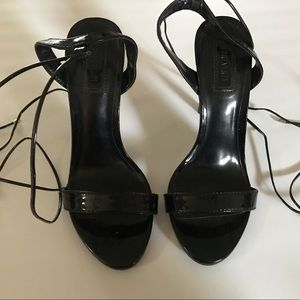 High heels pumps with laces